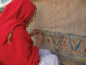 Weaving (knotting). Photo courtesy of Ariana.
