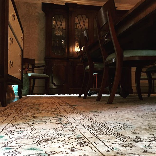 Photo Caption Every Formal Dining Room Should Have An Amazing Hand Knotted Rug In It Nothing Beats A Family Meal With Friends Sitting Amongst Art And