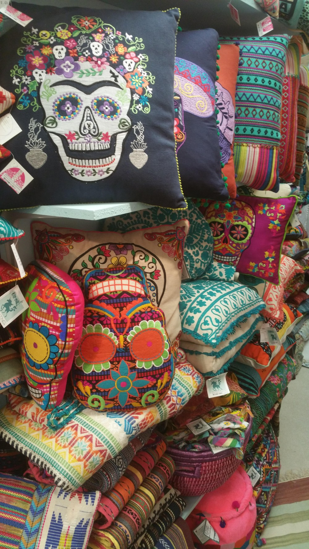 Decor Gift And Home Furnishings Trends Setting For Four