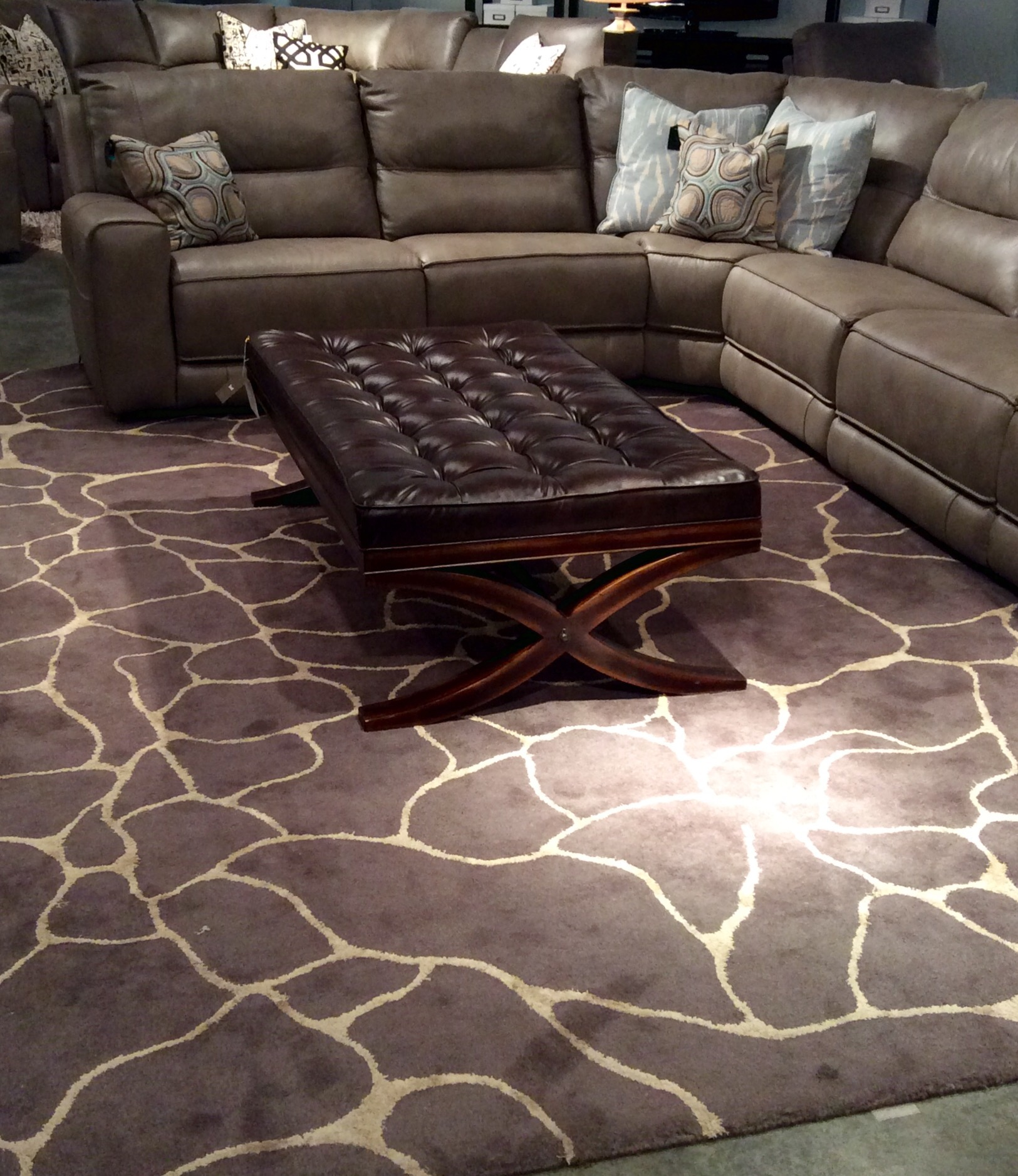 New From Bassett Furniture Corp 48108 Silhouette From The Sphinx